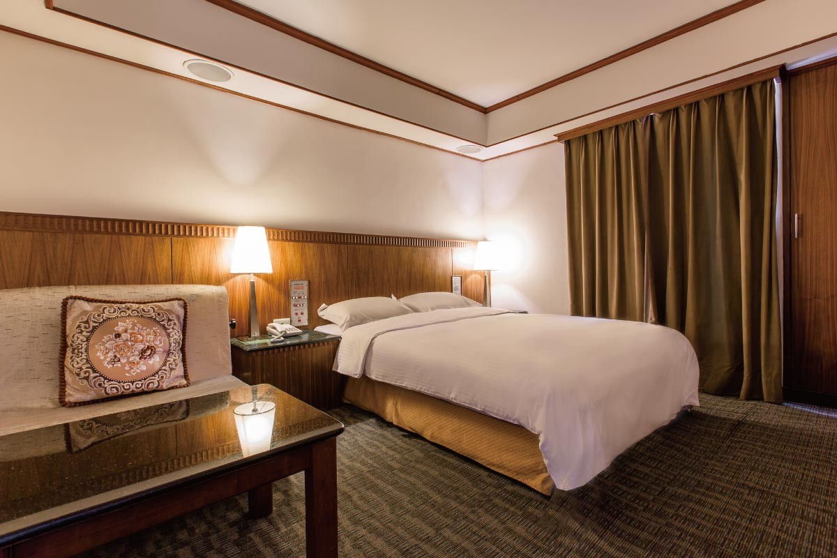 "豪華客房 <span class=""room-en"">Luxurious guest room</span>"